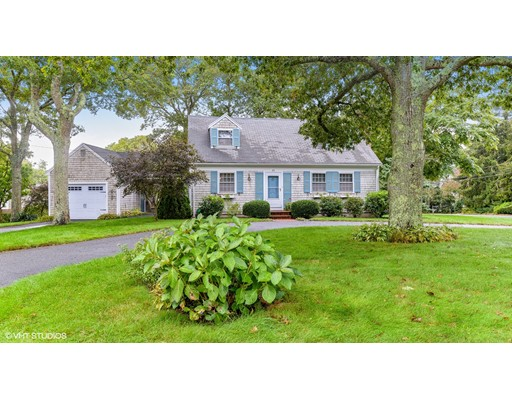 Частный односемейный дом для того Продажа на 69 Sterling Road 69 Sterling Road Barnstable, Массачусетс 02601 Соединенные Штаты