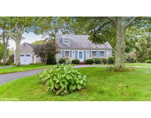Casa para uma família para Venda às 69 Sterling Road 69 Sterling Road Barnstable, Massachusetts 02601 Estados Unidos