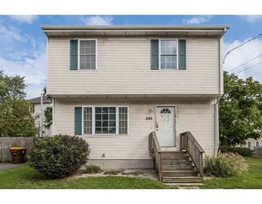 Частный односемейный дом для того Продажа на 686 Quarry Street 686 Quarry Street Fall River, Массачусетс 02723 Соединенные Штаты