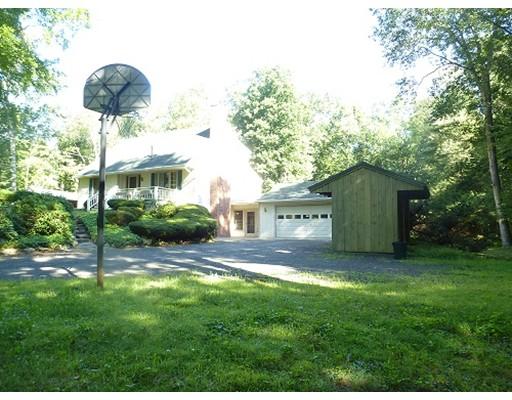 Частный односемейный дом для того Продажа на 188 North 188 North Belchertown, Массачусетс 01007 Соединенные Штаты