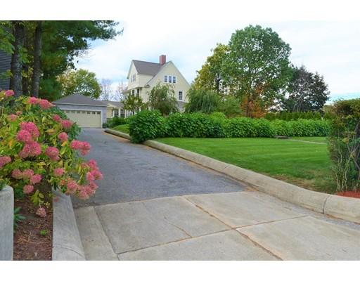 Частный односемейный дом для того Продажа на 262 Mammoth Road 262 Mammoth Road Lowell, Массачусетс 01854 Соединенные Штаты