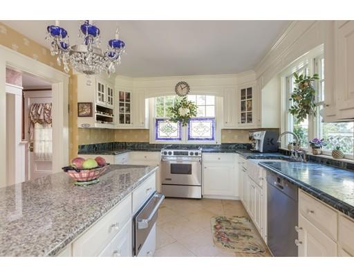 独户住宅 为 销售 在 50 Chestnut Street 50 Chestnut Street 林菲尔德, 马萨诸塞州 01940 美国