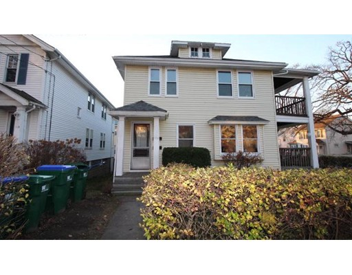 Casa Unifamiliar por un Alquiler en 122 Warren Street Medford, Massachusetts 02155 Estados Unidos