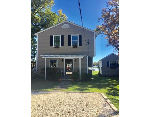 واحد منزل الأسرة للـ Sale في 68 Lakeside Avenue 68 Lakeside Avenue Dartmouth, Massachusetts 02747 United States