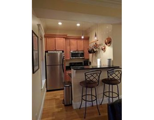 Additional photo for property listing at 58 L Street #1 58 L Street #1 Boston, Massachusetts 02127 États-Unis