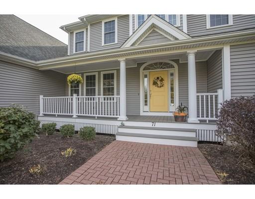 Maison unifamiliale pour l Vente à 71 Theresa Road 71 Theresa Road Raynham, Massachusetts 02767 États-Unis