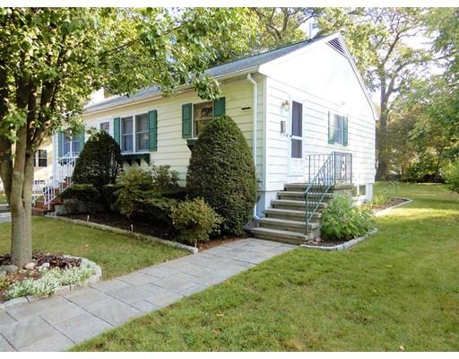 واحد منزل الأسرة للـ Sale في 17 Walsh Avenue 17 Walsh Avenue Stoneham, Massachusetts 02180 United States