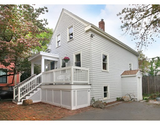 واحد منزل الأسرة للـ Sale في 242 Norfolk Street 242 Norfolk Street Cambridge, Massachusetts 02139 United States