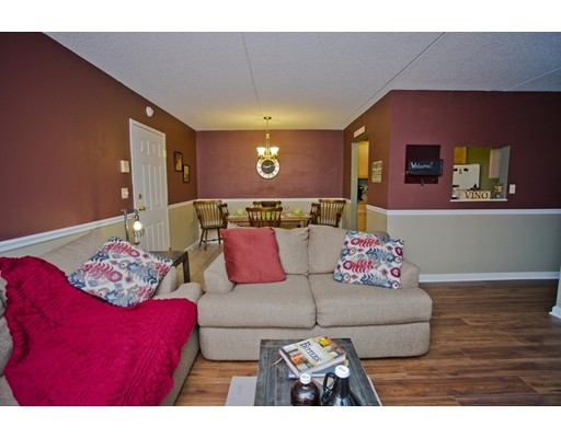 شقة بعمارة للـ Sale في 22 Maple Crest 22 Maple Crest Holyoke, Massachusetts 01040 United States