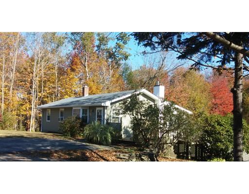 واحد منزل الأسرة للـ Sale في 68 Main Street 68 Main Street Goshen, Massachusetts 01032 United States