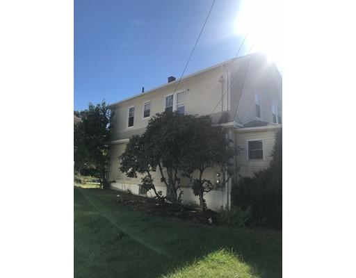 متعددة للعائلات الرئيسية للـ Sale في 1479 Highland Avenue 1479 Highland Avenue Fall River, Massachusetts 02720 United States