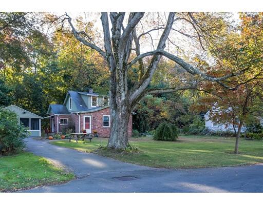 Maison unifamiliale pour l Vente à 20 Colonial Avenue 20 Colonial Avenue Agawam, Massachusetts 01001 États-Unis