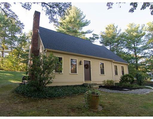 واحد منزل الأسرة للـ Sale في 372 Winter Street 372 Winter Street Walpole, Massachusetts 02081 United States