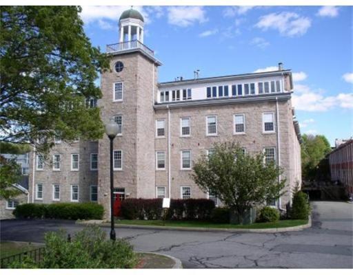 Condominio por un Venta en 7 South Stone Mill Drive 7 South Stone Mill Drive Dedham, Massachusetts 02026 Estados Unidos