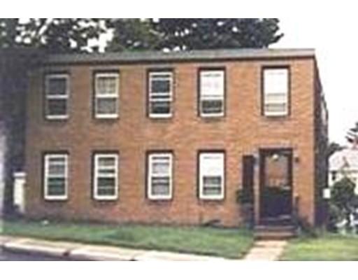 متعددة للعائلات الرئيسية للـ Sale في 69 W Glen Street 69 W Glen Street Holyoke, Massachusetts 01040 United States