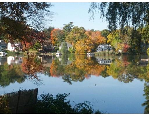 Частный односемейный дом для того Продажа на 322 Pillings Pond Road 322 Pillings Pond Road Lynnfield, Массачусетс 01940 Соединенные Штаты