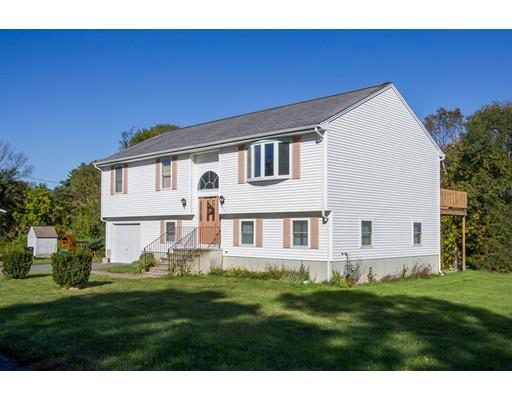 واحد منزل الأسرة للـ Sale في 68 Gifford Avenue 68 Gifford Avenue Dartmouth, Massachusetts 02747 United States