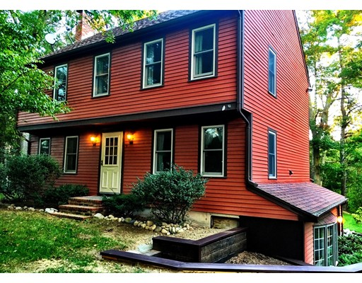 Maison unifamiliale pour l Vente à 149 Elm Street 149 Elm Street Halifax, Massachusetts 02338 États-Unis