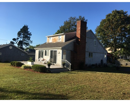 Single Family Home for Rent at 70 Rounds Avenue 70 Rounds Avenue Swansea, Massachusetts 02777 United States