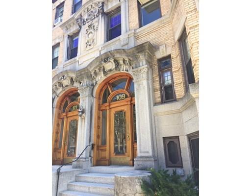 Casa Unifamiliar por un Alquiler en 109 Saint Paul Street Brookline, Massachusetts 02446 Estados Unidos