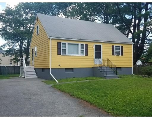 واحد منزل الأسرة للـ Sale في 18 Thomas 18 Thomas Burlington, Massachusetts 01803 United States