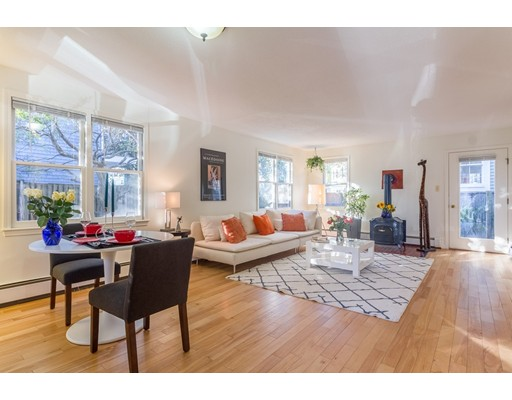Condominio por un Venta en 13 Bolton Street 13 Bolton Street Somerville, Massachusetts 02143 Estados Unidos