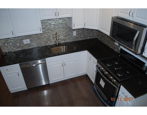 Appartement en copropriété pour l Vente à 15 Groveland 15 Groveland Boston, Massachusetts 02126 États-Unis
