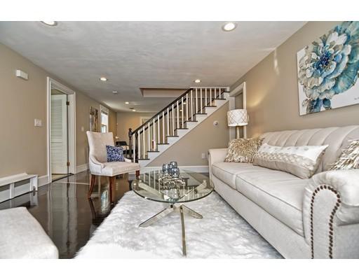 Частный односемейный дом для того Продажа на 1631 Liberty Street 1631 Liberty Street Braintree, Массачусетс 02184 Соединенные Штаты