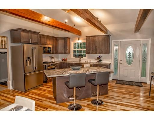 Maison unifamiliale pour l Vente à 19 Skyline Drive 19 Skyline Drive Medway, Massachusetts 02053 États-Unis