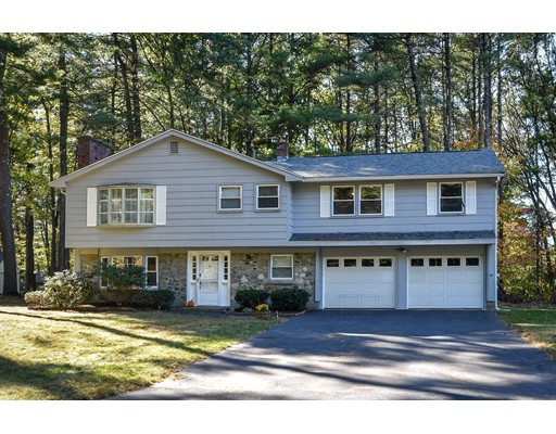 Casa Unifamiliar por un Venta en 28 Ledgewood Road 28 Ledgewood Road Framingham, Massachusetts 01701 Estados Unidos