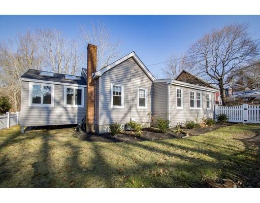 واحد منزل الأسرة للـ Sale في 561 Beechwood Street 561 Beechwood Street Cohasset, Massachusetts 02025 United States