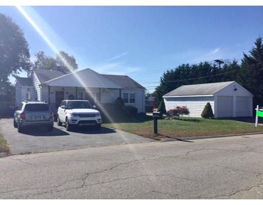 واحد منزل الأسرة للـ Sale في 1039 Wilson Road 1039 Wilson Road Fall River, Massachusetts 02720 United States