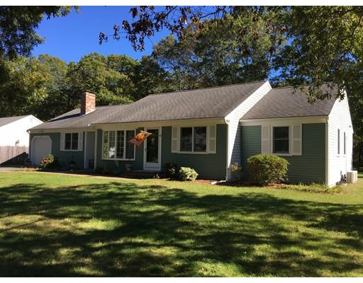 واحد منزل الأسرة للـ Sale في 108 Elijah Childs Lane 108 Elijah Childs Lane Barnstable, Massachusetts 02632 United States