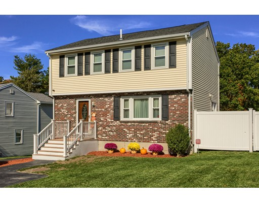 Casa Unifamiliar por un Venta en 9 Briarwood Road 9 Briarwood Road Lowell, Massachusetts 01852 Estados Unidos