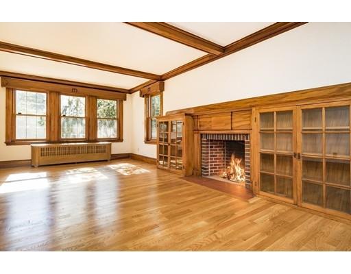 Частный односемейный дом для того Продажа на 120 Hillside Avenue 120 Hillside Avenue Quincy, Массачусетс 02170 Соединенные Штаты