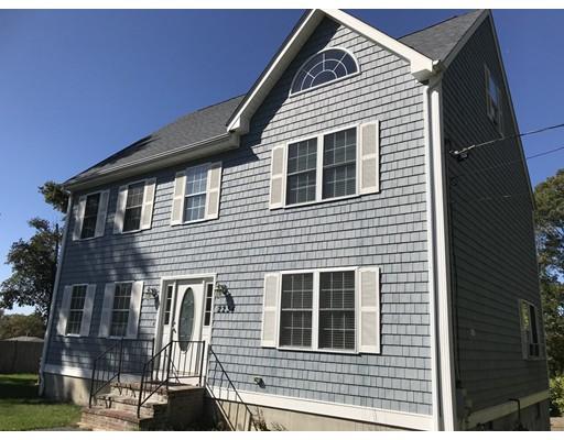 واحد منزل الأسرة للـ Sale في 2234 Highland Avenue 2234 Highland Avenue Fall River, Massachusetts 02720 United States