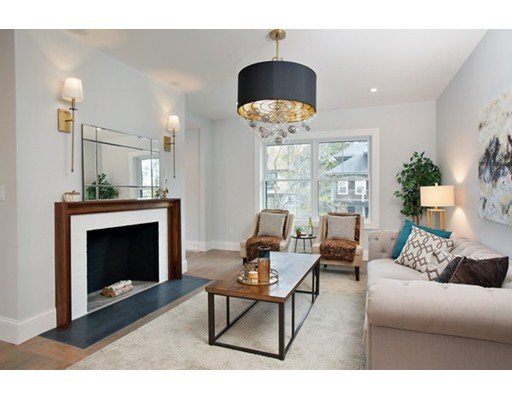 Appartement en copropriété pour l Vente à 51 Hutchings Street 51 Hutchings Street Boston, Massachusetts 02121 États-Unis