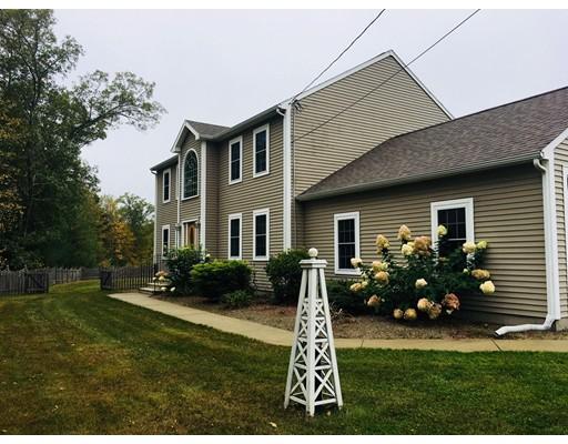 Maison unifamiliale pour l Vente à 10 Baker Pond 10 Baker Pond Charlton, Massachusetts 01507 États-Unis