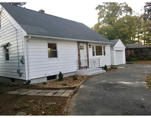 واحد منزل الأسرة للـ Sale في 631 East Street 631 East Street Ludlow, Massachusetts 01056 United States