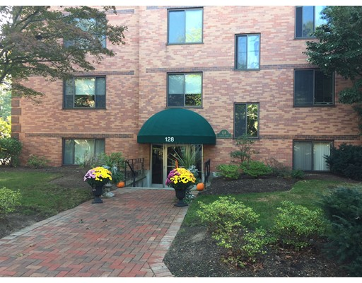 共管式独立产权公寓 为 销售 在 128 Pleasant Street 128 Pleasant Street 阿灵顿, 马萨诸塞州 02476 美国