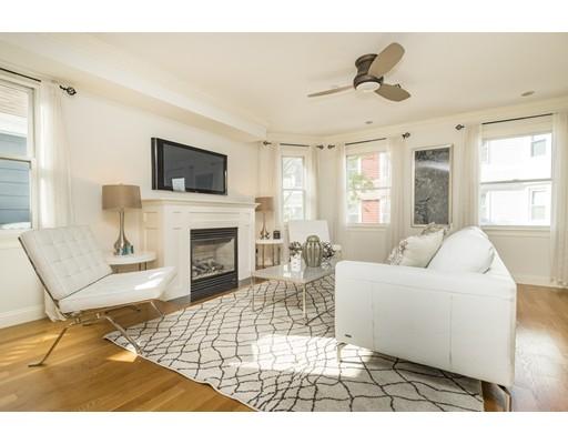 Appartement en copropriété pour l Vente à 66 Gates 66 Gates Boston, Massachusetts 02127 États-Unis
