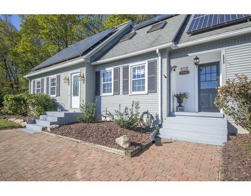 واحد منزل الأسرة للـ Sale في 102 Stebbins Road 102 Stebbins Road Monson, Massachusetts 01057 United States