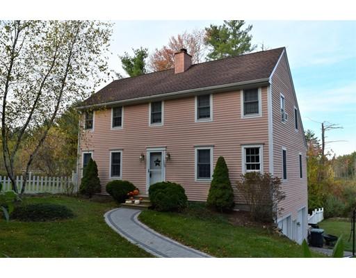 Maison unifamiliale pour l Vente à 120 N Sturbridge Road 120 N Sturbridge Road Charlton, Massachusetts 01507 États-Unis