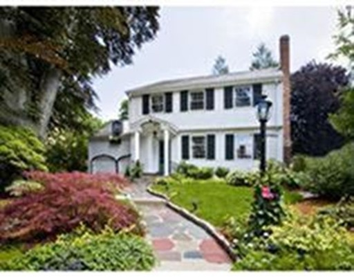 Casa Unifamiliar por un Alquiler en 114 Hillside Avenue 114 Hillside Avenue Newton, Massachusetts 02465 Estados Unidos