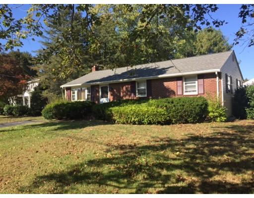 Casa Unifamiliar por un Venta en 81 Coweeset Drive 81 Coweeset Drive Brockton, Massachusetts 02301 Estados Unidos