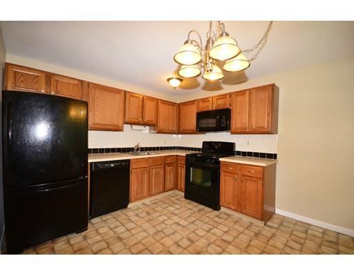 شقة بعمارة للـ Rent في 47 Edgelawn Avenue #11 47 Edgelawn Avenue #11 North Andover, Massachusetts 01845 United States
