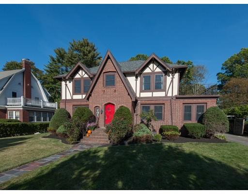 Casa Unifamiliar por un Venta en 664 West Roxbury Parkway 664 West Roxbury Parkway Boston, Massachusetts 02131 Estados Unidos