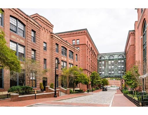 Condominio por un Venta en 1241 Adams 1241 Adams Boston, Massachusetts 02124 Estados Unidos