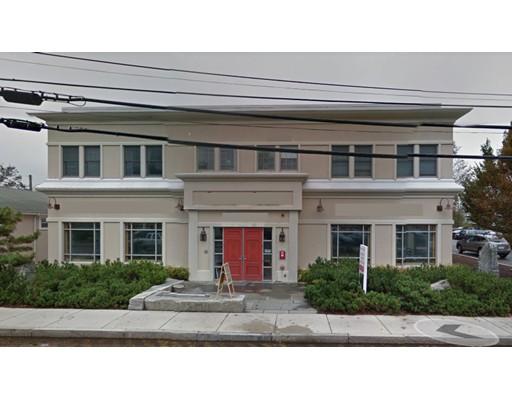 Commercial pour l Vente à 9999 Main Street 9999 Main Street Falmouth, Massachusetts 02540 États-Unis