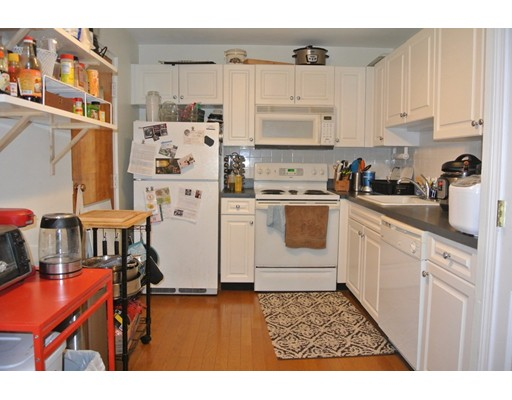 独户住宅 为 出租 在 326 Broadway Somerville, 马萨诸塞州 02145 美国